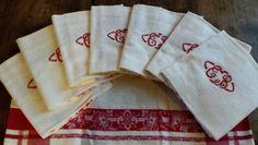 Serviettes de table brodées en coton damassé rouge et blanc. Etat neuf! French antique napkins, set of 8. Like never used!