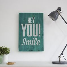 Wood signs for your walls - Simple + Stunning Posters Wall, Palette Deco, Wall Text, Hey You, Photo Displays, Bunt, Wood Signs, Home Accessories, Diy And Crafts