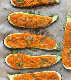Gefuellte Zucchini mit Cashew Mozzarella