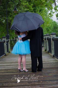Bubble umbrellas make the rain look good in prom pictures prom bubble umbrellas make the rain look good in prom pictures prom pinterest abschlussballbilder abtanz und regen ccuart Image collections