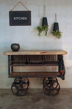 Désserte industrielle: meuble industriel idéal pour cuisine.
