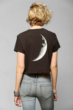 Truly Madly Deeply Moon Stars Cropped Tee from Urban Outfitters. Mode Style, Style Me, Modest Fashion, Fashion Outfits, Trendy Outfits, Cute Outfits, Diy Clothes, Clothes For Women, Look Plus