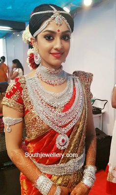 Ravi Pillai daughter aarathi wedding jewellery, She worn total diamond sets with designer silk saree, Three step heavy diamond sets, br. Indian Bridal Fashion, Indian Bridal Wear, Indian Wear, Saree Wedding, Wedding Bride, Bridal Sarees, Wedding Wear, Wedding Events, Bollywood