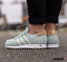 Er zit een kurk in mijn sneaker   https://www.sooco.nl/adidas-la-trainer-w-groene-lage-sneakers-27949.html