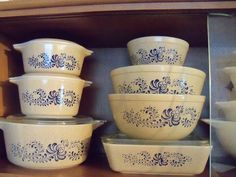 I have the smallest bowl in this set.  I didn't realize it had all those casseroles too!  sfm