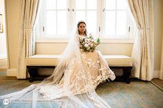 Belisima noiva usando um vestido Carol Hungria, no Copacabana Palace