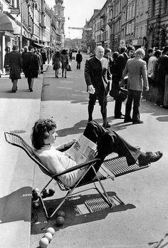 Ganz anders sah die Herrengasse nach Einführung der Fußgängerzone aus., © AMSÜSS Sun Lounger, Austria, Outdoor Decor, Pictures, Vintage, Graz, Old Pictures, Photos, Chaise Longue