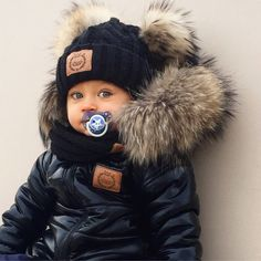 Www.lattante.eu Instagram @lattantecouture  #babyfashion#baby#babystyle#kudsfashion#kids# #babyoutfit #baby-suit#babyfur#fur#babymod #jacket #babyjacket #kidsjacket ##wintersuit #snowsuit #moncler