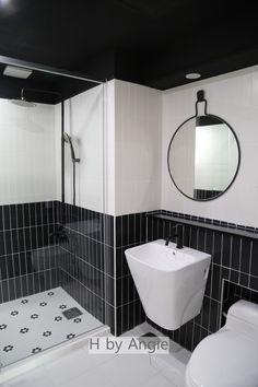 안녕하세요. 엔지입니다. 오늘 소개해드릴 리모델링 사례는 수지 보정동에 위치한 오래된 아파트의 리모델... Dream House Interior, Studio Interior, Luxury Interior Design, Bathroom Interior, Modern Bathroom, Master Bathroom, Toilet Design, Bath Design, Bad Inspiration