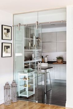 Beautiful All White and Clean Decor - Feed My Design. Tiny Spaces, Small Apartments, Ultra Modern Homes, Diy Room Divider, House Layouts, Home Decor Accessories, Home Furniture, Kitchen Design, Sweet Home