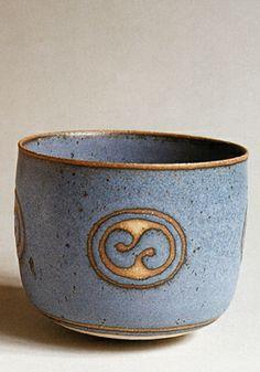 Alev Ebüzziya Siesbye, 1976 Ceramic Clay, Ceramic Plates, Ceramic Pottery, Pottery Art, Pottery Ideas, Earthenware, Stoneware, Ceramic Design, Pottery Studio