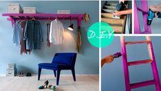 Anvend en gammel stige som garderobe. Du kan hænge bøjler på trinene og samtidig benytte stigen som hylde. Mal stien en fræk farve som her eller lad den stå hel rå, det afhænger af hvilken stil du er til.