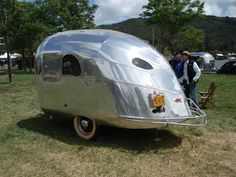 I want one of these for my camping trips! Small Camping Trailer, Small Trailer, Tiny Trailers, Vintage Campers Trailers, Vintage Caravans, Camper Trailers, Rv Trailer, Tiny Camper, Cool Campers