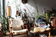 Mark Borthwick & Maria Cornejo's (zero) Home Living Room Plants, Living Spaces, Mark Borthwick, Interior And Exterior, Interior Design, Interior Plants, Interior Garden, Deco Boheme, Piece A Vivre