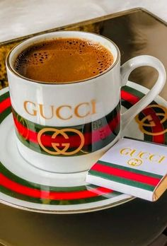 Champagne Wishes and Caviar Dreams I Love Coffee, Coffee Set, Coffee Break, Coffee Cups, Coffee Cantata, Working At Starbucks, Coffee Presentation, Cocoa Tea, Pause Café