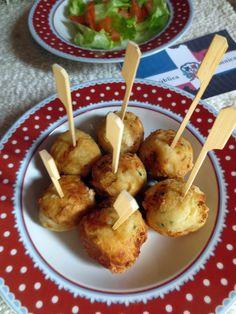 Ce sont de petites boulettes de manioc farcies au cheddar frites, typiques de la République Dominicaine.
