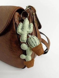Keychains cactus embroidered green khaki felt (handmade) - Cactus keychain pistachio ice-cream pastel fabric felt You are in the right place about Cactus dessi - Bunny Ear Cactus, Mini Cactus, Cactus Cactus, Felt Diy, Felt Crafts, Cactus Keychain, Embroidered Cactus, Cactus Craft, Diy Arts And Crafts