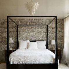 The latest tips and news on Black And White Bedroom Design are on Interior Design Modern Bedroom. On Interior Design Modern Bedroom you will find everything you need on Black And White Bedroom Design. White Bedding, White Bedroom, Master Bedroom, White Linens, Urban Bedroom, White Canopy, Bedding Sets, White Sheets, White Curtains