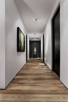 30 hallway decorating ideas - how to decorate the walls?Interesting direction of laying parquet Interesting direction of laying parquet. Hallway flooring parquet hallway floor Fun and creative ideas of wall Black Interior Doors, Black Doors, Hallway Decorating, Decorating Ideas, Decorating Websites, Design Websites, Wooden Flooring, Parquet Flooring, Flooring Ideas