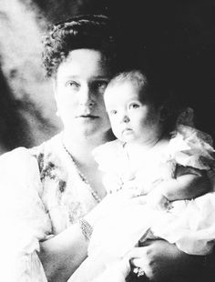 """""""Emperor Nicholas II and his wife Empress Alexandra Feodorovna with their only son and the long awaited heir to the Russian throne the Tsarevich, Alexei. La Familia Romanov, Anastasia Romanov, House Of Romanov, Alexandra Feodorovna, Tsar Nicholas Ii, Last Dance, Imperial Russia, Queen Victoria, Old Pictures"""