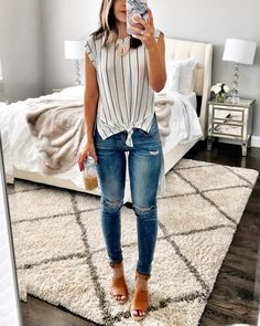 Casual Street Style for Summer 2019 « letterformat. Casual Street Style, Summer Work Outfits, Spring Outfits, Summer Casual Outfits For Women, Brown Wedges Outfit, Cute Outfits With Jeans, Casual Jean Outfits, Casual Jeans Outfit Summer, Preppy Outfits