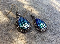 this Listing is for a adorable pair of antique Bronze Fishscale earrings in a Tear drop Shap. The earrings will arrieve your home in a cute gift wrap