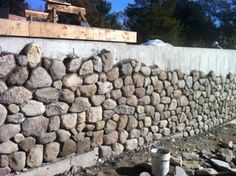 Covering cement wall with stone veneer--for our lovely retaining wall along the driveway (Diy House Foundation) Stone Retaining Wall, Retaining Walls, Stone Wall Design, Cinder Block Walls, Cement Walls, House Foundation, Building Stone, Stone Veneer, Stone Houses