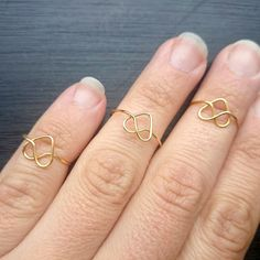 This heart ring could be the perfect gift for mother's day! Easy, cheap and you will make it in 2 minutes!