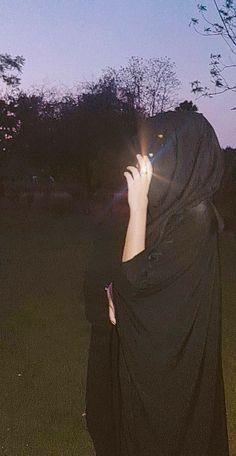 Cute Girl Poses, Cute Girl Photo, Girl Photo Poses, Stylish Girls Photos, Stylish Girl Pic, Girl Hiding Face, Girl Face, Islamic Girl Pic, Mode Abaya