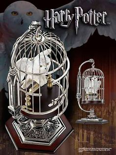 Estatua Hedwig en jaula, Harry Potter, 25cm. Noble Collection  Estatua de 25cm de altura del personaje de Hedwig, la lechuza de Harry Potter, en su jaula cromada.
