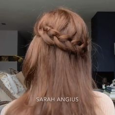 Whether you're thinking of using your hair up or down on your wedding day, accessorize it with a floral crown or fancy headpieces, wear a veil or no, find inspiration you'll love and want to copy here. Video: @sarahangius // mysweetengagement.com // #weddinghairstyles #weddinghair #bridalhair #bridalhairstyle #hairtutorial #hairstyle #hairdo #bridalbeauty