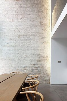 An exposed brick wall in a room doesn't always mean industrial. Moreover if we talk about the specific white brick wall, the style and design it suits will be way more than just one kind. The range is wide as . Brick Interior, Interior Walls, Modern Interior Design, Interior Livingroom, Design Interiors, Kitchen Interior, Interior Ideas, Interior Styling, White Wash Brick