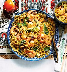 This popular noodle dish mixes shrimp with fresh veggies to make a quick dinner that's almost as easy as takeout. The terms for frozen shrimp sizes, such as jumbo or large, aren't standardized, so focus on the number of shrimp in each bag (here, 21 to 24 per 450 g bag) to ensure that they're the right size.