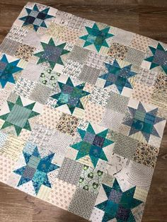 Love that the centers are different - Sawtooth quilt. Love that the centers are different - : Sawtooth quilt. Love that the centers are different - Sawtooth quilt. Love that the centers are different - Star Quilt Blocks, Star Quilt Patterns, Star Quilts, Scrappy Quilts, Mini Quilts, American Crafts, Quilt Inspiration, 1000 Lifehacks, Low Volume Quilt