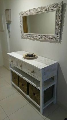 Pallets Woodworking Ideas pallets entryway table idea 1 - Items that are created at home with the use of material that already has served its main purpose is a great way to save money. Wooden Pallet Furniture, Wooden Pallets, Handmade Furniture, Furniture Projects, Wood Projects, Diy Furniture, Woodworking Ideas Table, Recycled Wood, Table Plans
