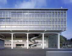 Burkard Meyer Architekten - BBB Martinsberg, renovation of a former office complex to a vocational school, Baden Photos (C) Roger Frei. Style At Home, Best Architects, Facade, Around The Worlds, House Design, Mansions, Architecture, House Styles, Home Decor