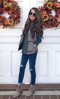 Pretty Classic Fall Look With Suede Ankle Boots ★ Need cute ideas for trendy fall outfits? Look no further. We found 18 hottest fall looks for back to school, work, or play! Trend Fashion, Look Fashion, Womens Fashion, Cheap Fashion, Fashion Ideas, Fall Fashion Women, Fall Fashion 2018, Jeans Fashion, Fashion Black