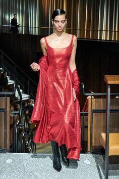 Emilia Wickstead Fall 2020 Ready-to-Wear Fashion Show - Vogue Red Fashion, Fashion Week, Urban Fashion, Runway Fashion, High Fashion, Fashion Outfits, London Fashion, Vogue Paris, Emilia Wickstead