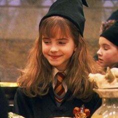 Hey little Hermione. Photo Harry Potter, Wiki Harry Potter, Harry Potter Icons, Harry Potter Tumblr, Harry James Potter, Harry Potter Pictures, Harry Potter Universal, Harry Potter Characters, Harry Potter World