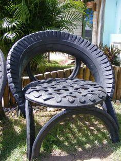 Cuando tus neumáticos no den más, frená y armate una silla para descansar. Gracias @SofiChaneton por la foto. #YoReuso desde Praia do Forte, Brasil.