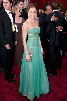 Sienna Miller, wearing a vibrant boho Matthew Williamson creation, at the 2004 Academy Awards.