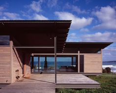 Amazing Home Overlooking the Constantly Changing Seascape, Australia - http://freshome.com/2012/11/28/amazing-home-overlooking-the-constantly-changing-seascape-australia/