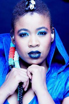 other than her phenomenal music. Thandiswa has phenomenal hair do's!!!