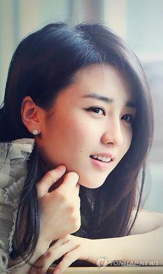 Lee Bo Young, Mickey Mouse Art, Korea Fashion, Korean Beauty, Kpop Girls, Park, Celebrities, Hair Styles, Cute