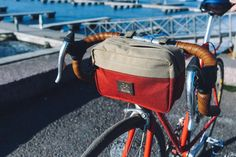 Our handlebar bag 'Big Eddy' is made from waterproof nylon fabric. The bag is attached to the handlebar by 3 velcro straps. Also you can wear 'Eddy' like a shoulder bag.  * Durable waterproof nylon fabric * Attached to the handlebar by 3 velcro straps * All zippers are waterproof * 1 exterior pocket * Wooden Velotton logo * Dimensions: 25 cm x 10cm x 16 cm