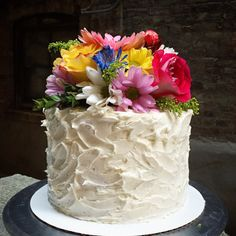 How to: Floral Cakes! A tutorial for adding fresh flowers to (the best white layer) cake :D