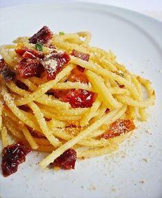 Spaghetti aglio olio pomodori secchi e pangrattato