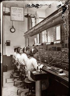 vintage everyday: 20 Vintage Photos of Women Telephone Operators at Work