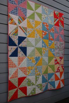 quick way to make pinwheels from layer cake - quilt patterns Quilting Tutorials, Quilting Projects, Quilting Designs, Sewing Projects, Quilting Ideas, Layer Cake Quilt Patterns, Layer Cake Quilts, Layer Cakes, Pinwheel Quilt Pattern