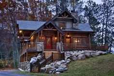 View 1 of the Outside of the Log Cabin Vue 1 de l'extérieur de la cabane en rondins Log Cabin Living, Log Cabin Homes, Log Cabins, Mountain Cabins, Colorado Mountain Homes, Mountain Houses, Small Log Cabin, Future House, Log Homes Exterior